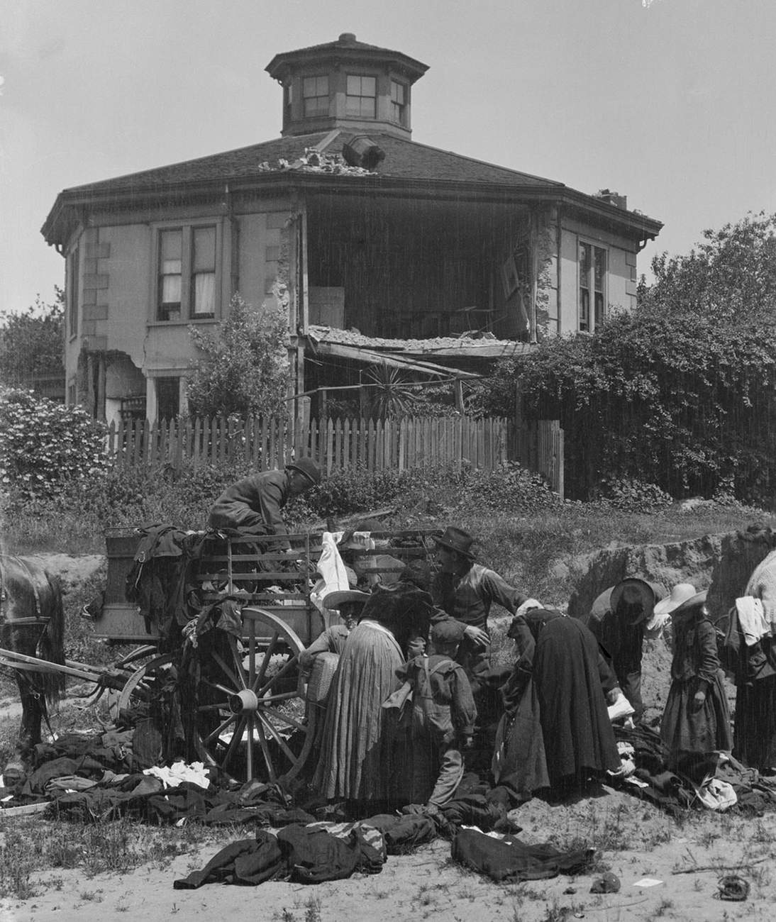 Arnold Genthe,Untitled (Cavagnaro House, Gough and Union Streets, San Francisco), 1906. Cellulose nitrate negative, 5 1/4 x 3 1/2 in. (13.3 x 8.9 cm. Fine Arts Museums of San Francisco, Museum purchase, James D. Phelan Bequest Fund, 1943.407.138.1